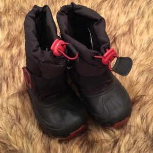 Kids All Weather Cat & Jack Boots; Size M 7/8